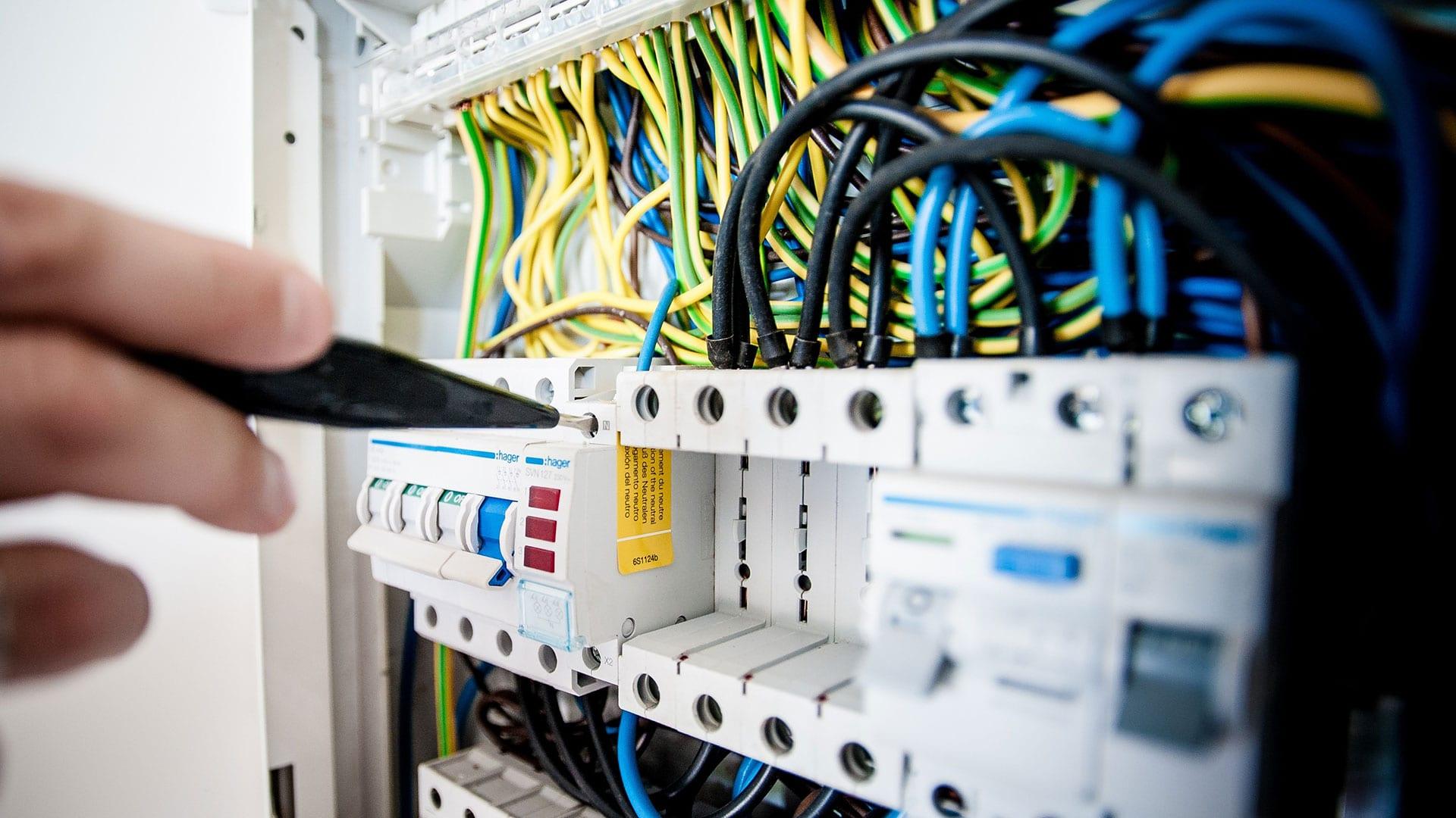 estand_electrician_service_3-min
